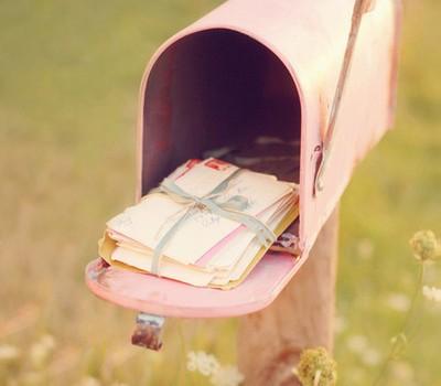 Buzón lleno de cartas