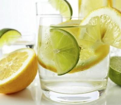 agua con zumo de limón